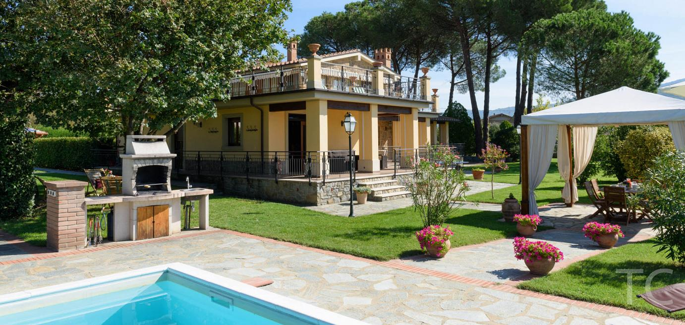 Cortona villa with private pool for families and groups